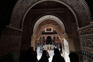 Visitantes en la Alhambra.