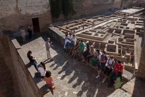 La Alhambra se abre al público este martes de forma gratuita.