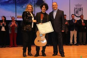 Alí Arango recibe el primer premio del prestigioso certamen 'Andrés Segovia'.