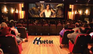El cine está ubicado en la Casa de la Cultura.