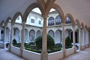 Claustro del conjunto del antiguo Convento de Santo Domingo de Baza.