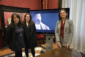 Cristina y María José Marín con la concejala Raquel Ruz.