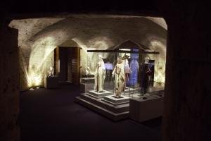 Imagen de una de las salas de la exposición 'La Granada zirí y el universo bereber', instalada en la Alhambra.