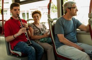 Música en el bus en una edición anterior del FEX.