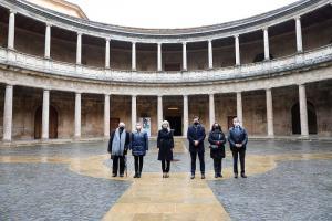 Los representantes de las instituciones, este lunes, en el Palacio de Carlos V.