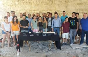 Participantes en la excavación y autoridades de Junta y UGR.