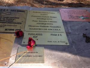 Placas de homenaje a Lorca y otros fusilados en el Barranco de Víznar.