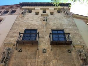 Fachada de la Casa de los Tiros.