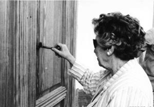 Isabel García Lorca abre por primera vez el Museo Casa Natal en 1986.