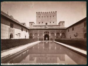 J. Laurent y Cía. GRANADA.-1107.-Vista general del patio de los arrayanes y de la torre de Comares (izquierda) (Alhambra). Museo Nacional de Artes Decorativas, FD28205.