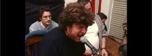 Jesús Arias observa admirado cómo canta Enrique Morente en uno de los ensayos de Omega.