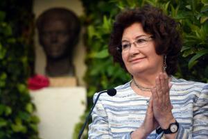 Antonina Rodrigo recibió el Pozo de Plata en el 40 aniversario del '5 a las 5'.