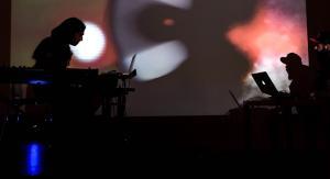 Actuación de JJ Machuca y Geso durante la presentación del proyecto.