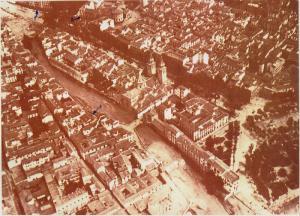 Imagen aérea de Granada durante la Guerra Civil con los tres lugares lorquiano del centro de la capital.