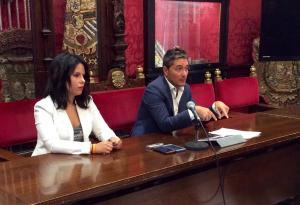 Manuel Olivares y Lorena Rodríguez en rueda de prensa.