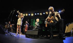 Andrea Motis sobre el escenario.
