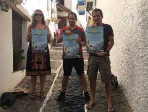 Presentación del festival en una calle de Pampaneira.