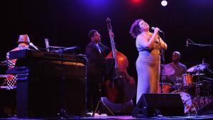 Jane Monheit, en plena actuación en el Jazz en la Costa.
