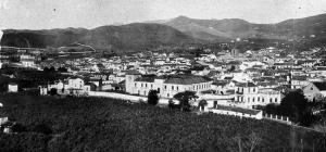 Convento e iglesia de la Victoria, hacia finales del XIX, en una foto tomada desde el Santuario de la Cabeza.