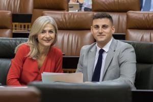 Patricia del Pozo y Rafael Caracuel, en el Parlamento.