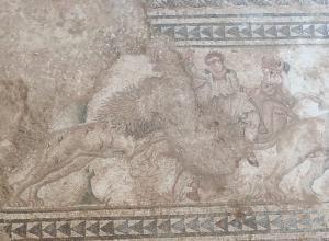 Figura de un jinete descubierto en el mosaico de caza de Salar