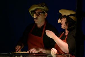 Una escena de 'Arturo y Clementina', de la compañía Titiritrán.