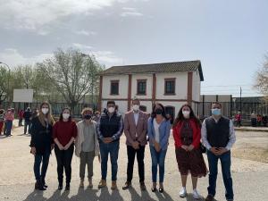 Salazar, Gámez y Castelar, con otros participantes en una movillización este miércoles en la estación.