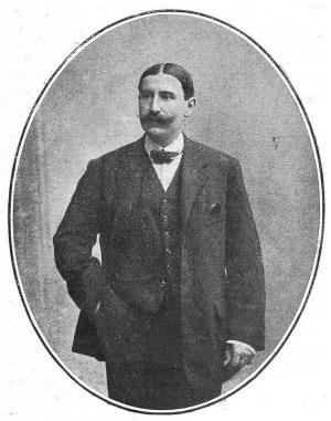 Juan Luis Trescastro Medina, fotografiado en 1922, cuando contaba 44 años. Acababa de dejar el cargo de Vicepresidente de la Diputación Provincial y fue nombrado Jefe Superior de Administración Civil.