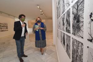 El autor, Juan del Junco, y la diputada Fátima Gómez.