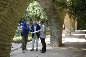 Miguel Ángel Fernández Madrid con el arquitecto municipal y el jefe del servicio de Arquitectura.