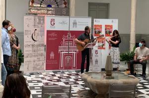 Actuación musical durante la presentación del festival.