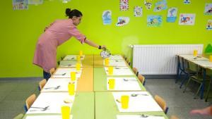 En Granada hay en torno a medio centenar de monitoras escolares, según la Junta.