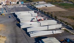 Aspas para aerogeneradores, listas para su exportación.