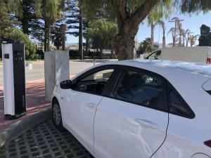 Puntos de recarga de vehículos eléctricos en el puerto motrileño.
