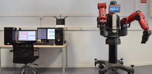 El modelo de cerebelo, ejecutado en el ordenador, recibe la información sensorial del robot y genera la respuesta motora, enviada al robot para su ejecución.