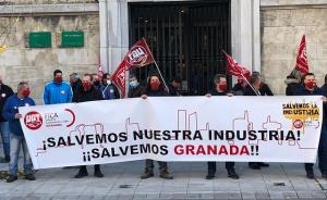 Concentración frente a la sede de la Junta en Granada.