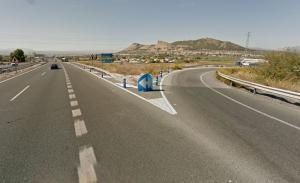 La cerrada curva para salir de la A-92 hacia la A-44 viniendo desde Guadix.