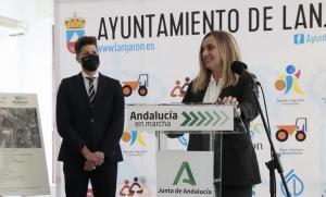 Marifrán Carazo presenta el nuevo acceso a la Alpujarra.