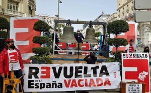 Los colectivos que reclaman la reapertura de la línea Guadix Baza Almanzora Lorca, en Madrid.