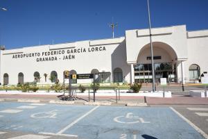 Acceso al Aeropuerto Federico García Lorca.