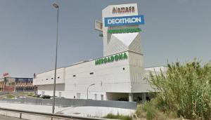 Centro comercial Alameda, junto a la Carretera de Jaén.