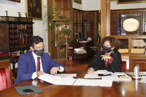 Francisco Cuenca y Pilar Aranda, en la reunión celebrada este martes.