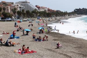 Ambiente en la playa de San Cristóbal este Miércoles Santo.