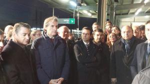 El ministro de Fomento, junto a las autoridades, esta tarde en la estación de Antequera.