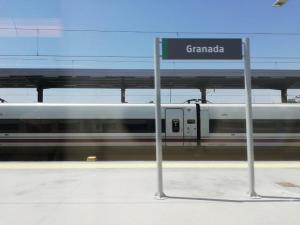 Entrada del AVE en la estación de Granada.