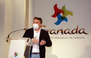 Enrique Medina, diputado provincial de Turismo, en la rueda de prensa de balance.