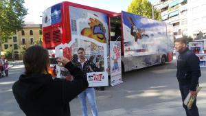 Autobús promocional del Snow Weekend de Sierra Nevada.