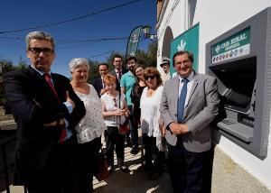 El de Lobras es el cajero número 27 instalado con el convenio entre Diputación y Caja Rural.