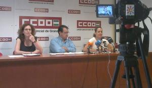 Nuria López, Ricardo Flores y Laura Clavijo, en la sede de CC OO.