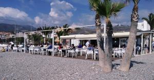 Imagen de archivo de un chiringuito en la Costa granadina.